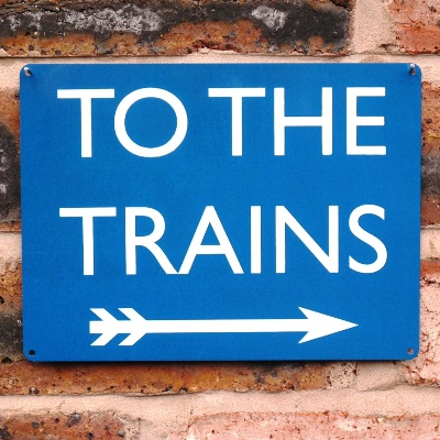 To The Trains Sign – Blue Right Arrow
